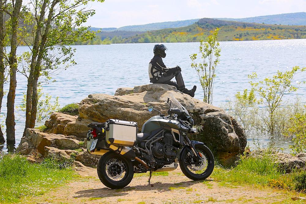 Triumph lago Aguilar Capoo