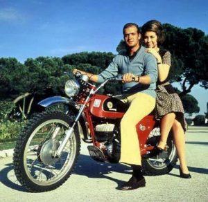 Juan Carlos I y Reina Sofia en moto   (3)
