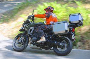 Triumph XCA carretera